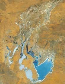 desert-lake-paruku